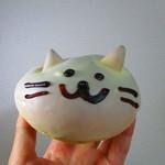 94024570 - 今回のねこのお菓子『白ねこ』。