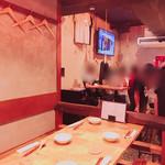 KARAKURI - 店内 結構遅い時間でしたが盛り上がってます!