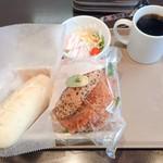 サンエトワール - 2018年10月。サンドイッチセット540円と豚塩ドッグ150円。