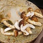 柚木元 - 熊と天然茸の鍋の松茸