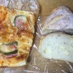 94036222 - ペペロニとトマトソースのピザとチーズフランス