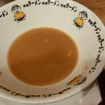 野郎ラーメン - スープ(*一度も飲んでないのにこの量…)