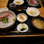 魚感うえさき - お昼ごはん 海鮮丼