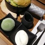 cafe KOMON 湖紋 - 畔屋特製パンケーキ~抹茶アイスとクリームを添えて~(セットドリンク+¥300) ¥1,100