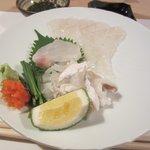 はかた天乃 - 最初のお刺身はふぐとアラのお刺身です、これから御主人の天野重義さんの造る美味しい魚料理の始まりです。