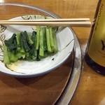 94040294 - お通し。野沢菜とエビスビール