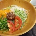 94040296 - 生野菜蕎麦は、味噌と解き卵スープを混ぜた物をまぜそばの様にして食べます。