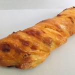 ブーランジュリー アヴェック - 料理写真:マカデミアナッツの入った甘めのフランスパン¥216