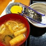 勝ちゃん - 沢庵、味噌汁、味付海苔