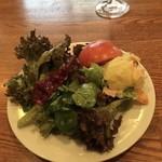 94044530 - 新鮮な野菜とポテトサラダ(テーブルクロス無し)