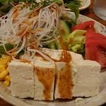 とり - 豆腐サラダ。