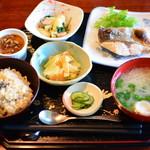 やさいの荘の家庭料理 菜ぁ - カンパチ塩焼きランチ