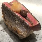 94052638 - 秋刀魚の炙り。肝と大根おろし乗せ。今年の秋刀魚は最高