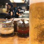 94053517 - ビールの隙間から…笑