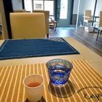 ozimaカレー+ - テーブル席