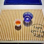 ozimaカレー+ - お冷や(レモン入り)& サービスのアレンジティー