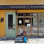 ozimaカレー+ - 入り口(薄緑色のドア)