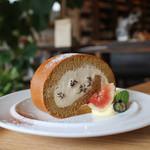 キッサ マシマロ - 料理写真:コーヒーとラムレーズンのロールケーキ☆