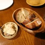 94061046 - チャージ(@540円x2)代わりの豚のリエットと自家製パン
