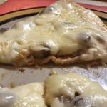 94061623 - ピザ生地よりも上のチーズの方が厚いです!!