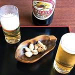 無心庵 - ビールとピスタチオ