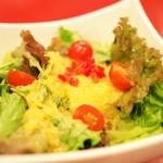"""韓国料理 豚とんびょうし - """"季節の新鮮サラダ(自家製コーンドレッシング)"""""""