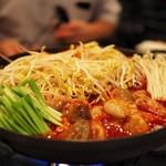 """韓国料理 豚とんびょうし - """"チュクミサムギョプサル"""""""