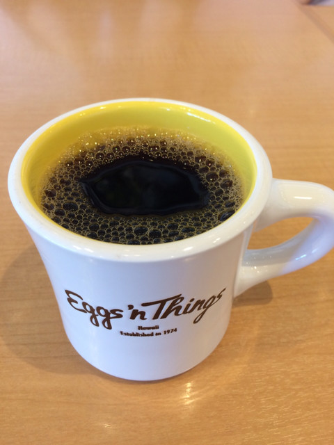 エッグスンシングス ららぽーと立川立飛店 - たまご色がかわいいマグカップ ホットコーヒー450円+税
