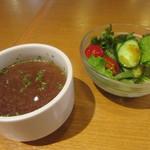 94070892 - スープとサラダ