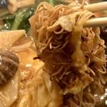 広東料理 吉兆 - 麺は皿うどんみたいな細麺