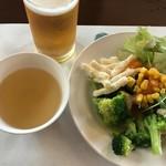 レストラン シャンモリ - サラダバー盛り付けと生ビール