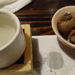 94077703 - お通しのバイ貝煮付けと日本酒