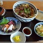9408392 - ステーキ丼と刺身