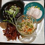 アロン - お通し ②  よだれ鶏、干し豆腐冷菜、搾菜の梅煮、大根の煮込み
