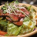 肉バル MEAT BOY N.Y - ローストビーフのサラダ