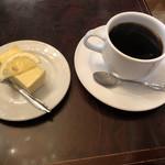 ローヤル珈琲店 - 鎌倉山のチーズケーキとブレンドコーヒーで950円