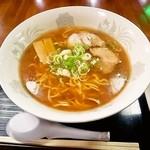 味処 きらら - 料理写真:醤油ラーメン650円