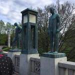 94087593 - 公園内は彫刻の美術館で溢れている