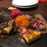 ピッツェリア ペル トゥッティ - 料理写真:前菜盛り合わせ1人前を2人でシェア