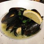 ピッツェリア ペル トゥッティ - ムール貝の白ワイン蒸し!バゲットがほしいよう