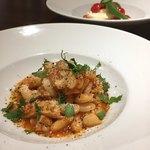 ピッツェリア ペル トゥッティ - トリッパの煮込みとカプレーゼ!トリッパもトマトもモッツァレラもうまい。