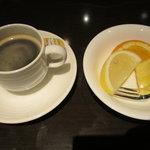 9409742 - コーヒーとデザート
