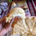 94090249 - チーズナン、チーズたっぷり‼︎