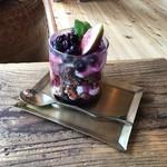 のんびり山 - 無花果とブルーベリーのパフェ