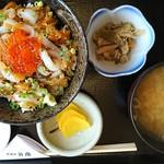 居酒屋弁慶 - 料理写真:八戸漁師丼 780円+税