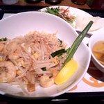 マンゴツリー カフェ - 料理写真:ランチメニュー:タイの焼きそばセット