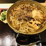横川橋 康次郎 - なめこと牛肉のお蕎麦 焼き豆腐トッピング