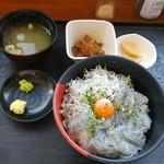 大洗町漁協 かあちゃんの店 - しらす2色丼定食 1100円