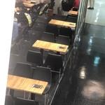 ブック&カフェ ダナポイント - 階下のイートインスペース