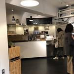 ブック&カフェ ダナポイント - 店内